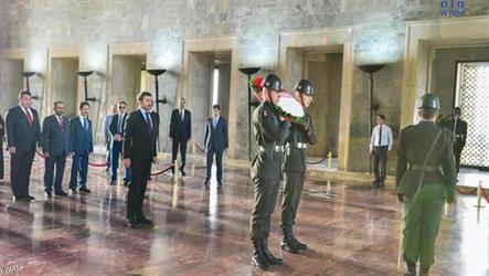 عبدالله بن زايد يزور ضريح أتاتورك في أنقرة