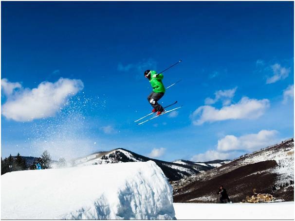 """تعد بلدة """"فيل"""" في ولاية """"كولورادو"""" الأمريكية، أكبر منطقة للتزلج في الولايات المتحدة الأمريكية، إذ تحتوي على 5300 فدان يمكن الت"""