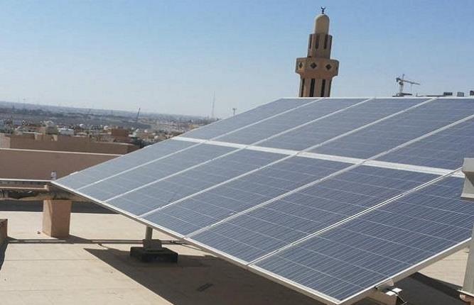 تشغيل أول مدرستين بالطاقة الشمسية في الرياض
