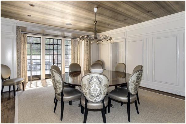 غرفة الطعام والتي يُمكنها استقبال حفلات عشاء.