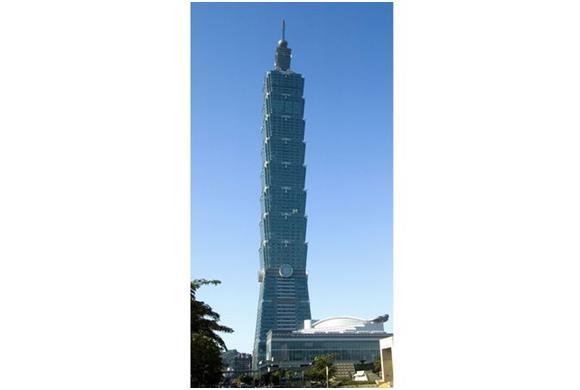 """صُنف مبنى"""" تايبيه 101""""، والمعروف سابقًا باسم مركز تايبيه المالي الدولي، عام 2004، كأطول ناطحة سحاب في العالم بارتفاع 509 أمتار"""