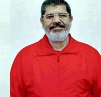 """بالفيديو والصور.. مرسي """"البدلة الحمراء"""""""