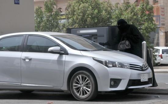 """صحفي يتقمص دور """"متسولة"""""""