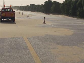 مطار الملك فهد بالدمام يحذر المسافرين من الكثبان الرملية (صور)