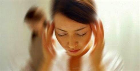 الشعور بعدم التوازن أثناء الوقوف.. علام يدل؟