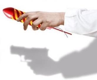 سلاح بيد طفلك