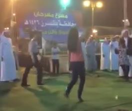 فيديو لفتاة ترقص بمشاركة شباب في مهرجان التسوق ببلقرن يستفز المغردين