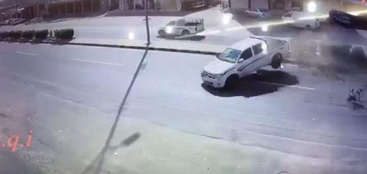 كاميرا مراقبة توثق لحظة وقوع حادث مروري بسبب السرعة بمحافظة العرضيات