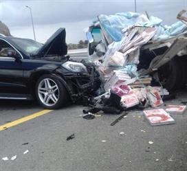 بالصور.. حادث مروري لمسنّ وزوجته على طريق السودة السياحي