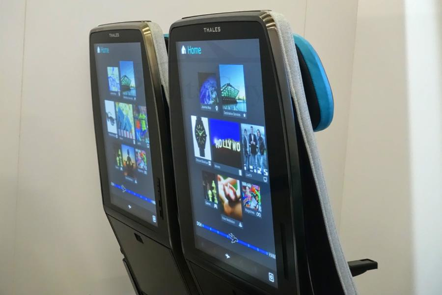 شاشات كبيرة الحجم في مقاعد المسافرين