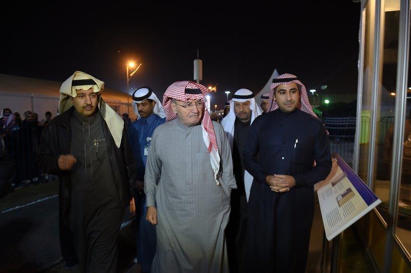 """بالصور.. خالد بن عبدالله يزور جناح والده بـ""""الجنادرية""""..."""