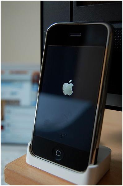 ويحافظ إغلاق الهاتف ثم إعادة تشغيله (على فترات متقطعة) على حماية سرعة الجهاز .
