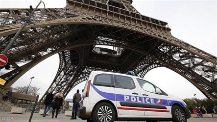 اعتقال مسلح بسكين قرب برج إيفل
