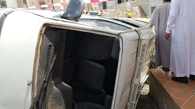 إصابة 6 طالبات بانقلاب ميكروباص في أبها