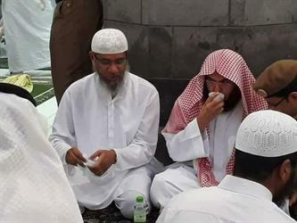 أخبار 24   بالصور.. الداعية  ذاكر نايك  يتناول الإفطار مع الشيخ  السديس  بالحرم المكي