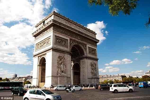 """ولم يقتصر الأمر فقط على برج """"إيفل""""، بل صنعت بكين أيضاً نسخة مقلدة من """"قوس النصر"""" الفرنسي."""