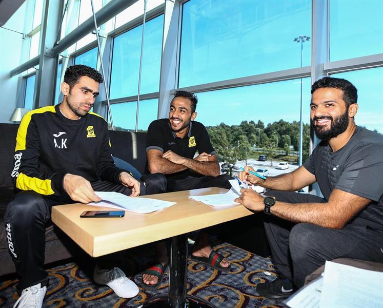 رسميًا.. كهربا يوقع على تجديد عقده مع نادي الاتحاد (صور)