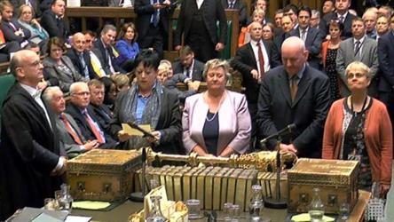 النواب البريطانيون يصوتون لصالح اجراء انتخابات مبكرة