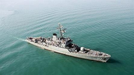 إيران تستفز وترسل مدمرة وسفينة حربية لخليج عدن