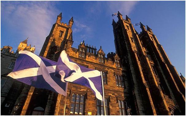 جامعة إدنبرة وهي إحدى أعرق وأشهر الجامعات في العالم، تقع في إدنبرة عاصمة إسكتلندا، يتطلب الإلتحاق بها الحصول على 482 درجة.