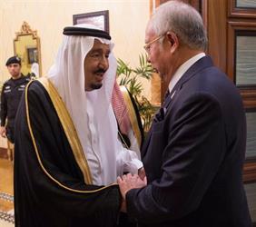 خادم الحرمين الشريفين يستقبل رئيس الوزراء الماليزي ويقيم مأدبة غداء تكريمًا له