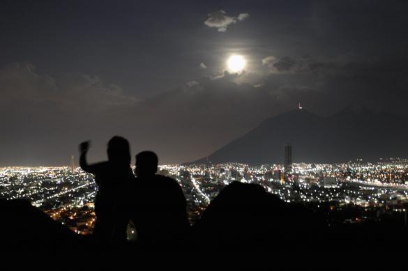 """سماء مدينة """" مونتيري"""" المكسيكية."""