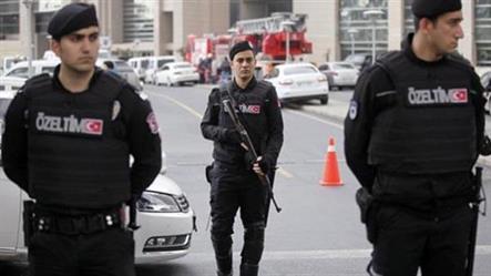 تركيا.. قلق واعتقالات بعد تسمم 700 جندي