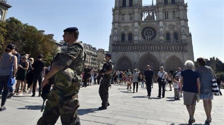 إصابة شرطي بهجوم قرب كاتدرائية في باريس