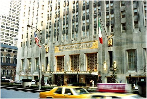"""كما ويجذب فندق """"والدورف أستوريا""""   (Waldorf Astoria)في """"نيويورك"""" نحو 3000 زائر  سنويًا من ذوي الثروات."""