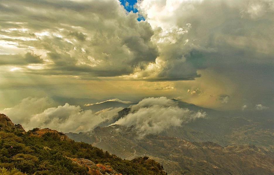 بالصور.. مواطنون يوثقون بعدساتهم مناظر خلابة بفعل الأمطار في وسط المملكة وجنوبها
