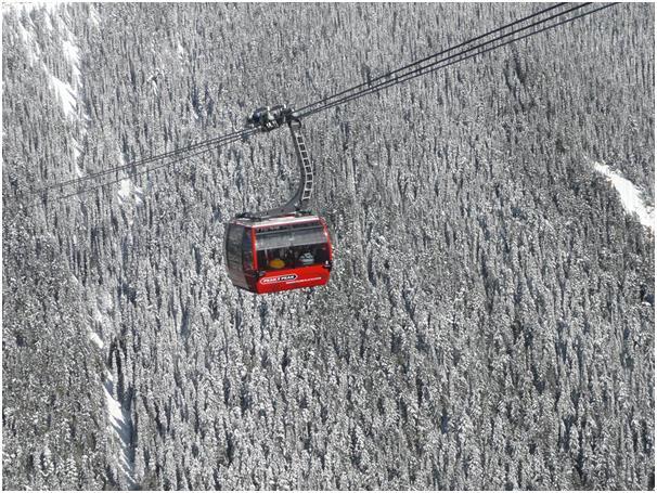"""يقع منتجع """"بلاكوم"""" في """"ويسلر"""" بمقاطعة كولومبيا البريطانية في كندا، ويحتوي المنتجع على 8 آلاف فدان للتزلج، كما يبلغ ارتفاع الجب"""