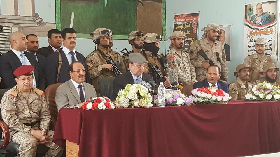 هادي في مأرب للوقوف على جاهزية قوات حملة استعادة صنعاء