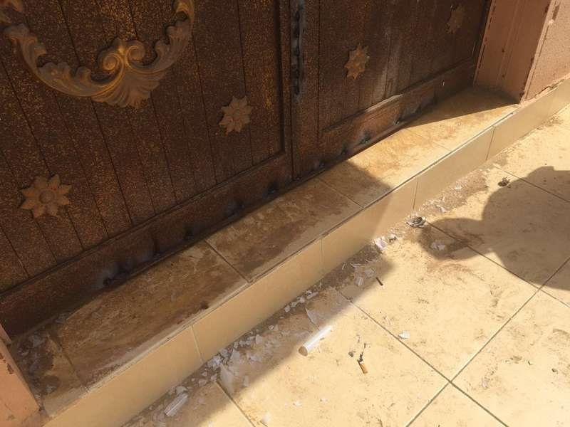 مواطن يقدم على إغلاق أبواب مسجد في جازان باللحام