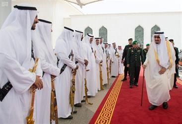 خادم الحرمين يغادر جدة متجهاً إلى الرياض