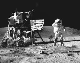 تعرّف على سيدة الفضاء التي أرسلت الإنسان إلى القمر بكود برمجي!