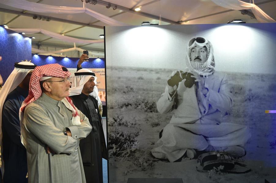 """خالد بن عبدالله يزور جناح والده بـ """"الجنادرية"""""""