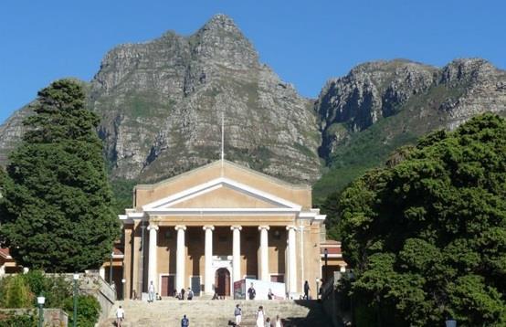 """جامعة """"كايب تاون"""" أو """"Cape Town"""" في مدينة """"كايب"""""""