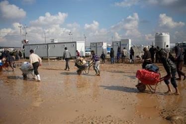 فرار آلاف العراقيين من الموصل مع تقدم الجيش