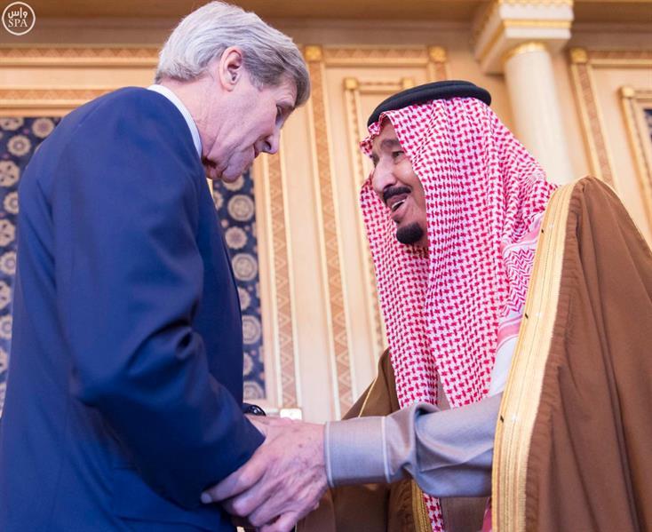 بالصور.. خادم الحرمين يستقبل وزير الخارجية الأمريكي