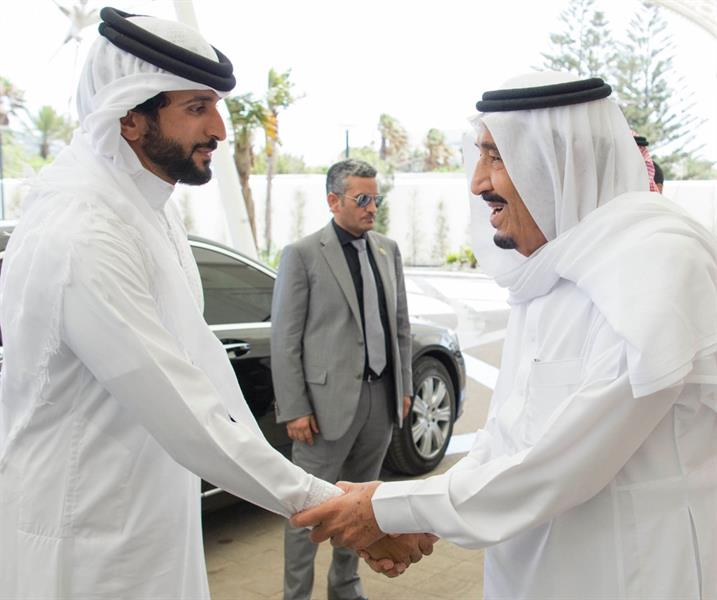 بالصور.. خادم الحرمين يستقبل ملك البحرين ويبحثا علاقات البلدين