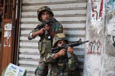 الجيش اللبناني يشتبك مع مسلحين اسلاميين في طرابلس ووفاة جنديين