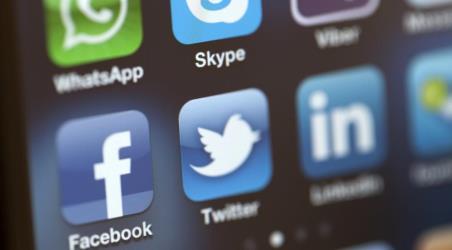فيسبوك وتويتر