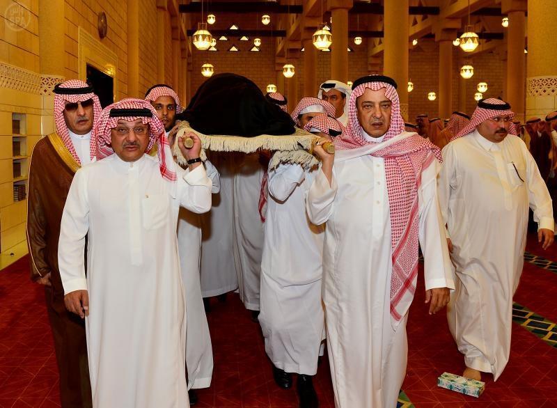 عبدالرحمن الفيصل Detail: الأمير أحمد وأمير الرياض في مقدمة المصلين على