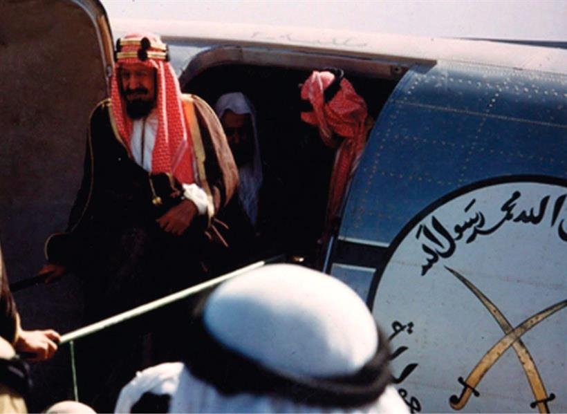"""بالصور.. تعرف على تاريخ """"الطيران المدني"""" في المملكة"""