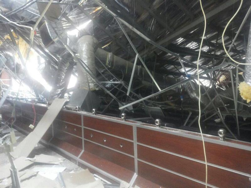 الأمطار تغمر الشوارع وتغرق المطار وتسقِط مسرح الجامعة في جازان