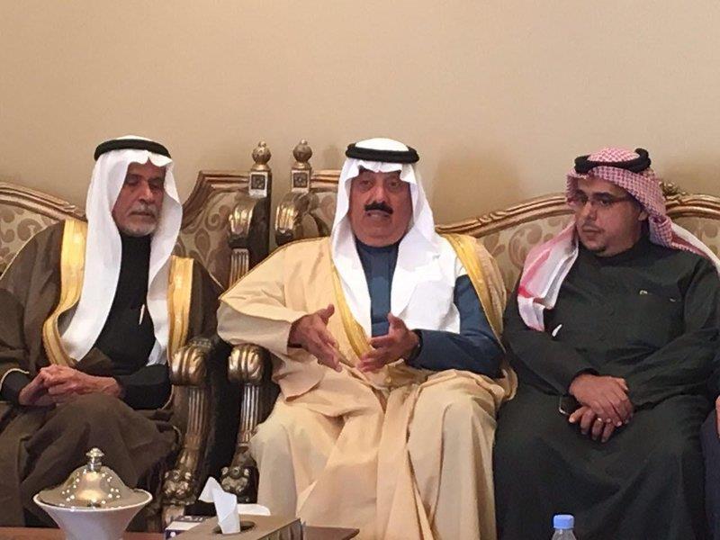 """الأمير متعب بن عبدالله يقدم واجب العزاء لأسرة الراحل """"الشريدة"""""""