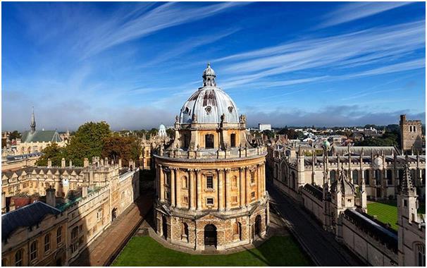 تعتبر جامعة أُكسفورد أقدم جامعة في الدول الناطقة بالإنجليزية، وتتطلب معايير عالية للالتحاق بها، إذ يجب على الطلبة الحصول على 5