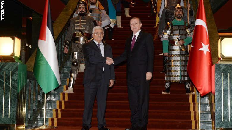 صور ودلائل استقبال اردوغان لمحمود عباس بالزي العثماني في قصر الرئاسة الجديد