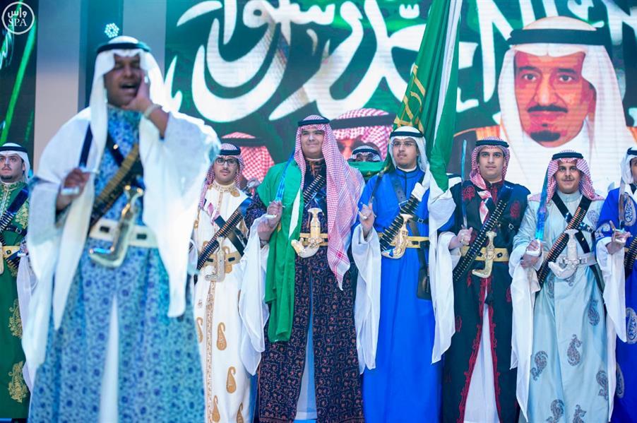 """خادم الحرمين الشريفين يرعى حفل تخريج الدفعة """" 41 """" من طلاب مدارس الرياض"""