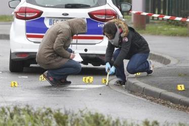 مقتل رجل بالرصاص في مطار باريس أورلي بعدما انتزع سلاح جندية